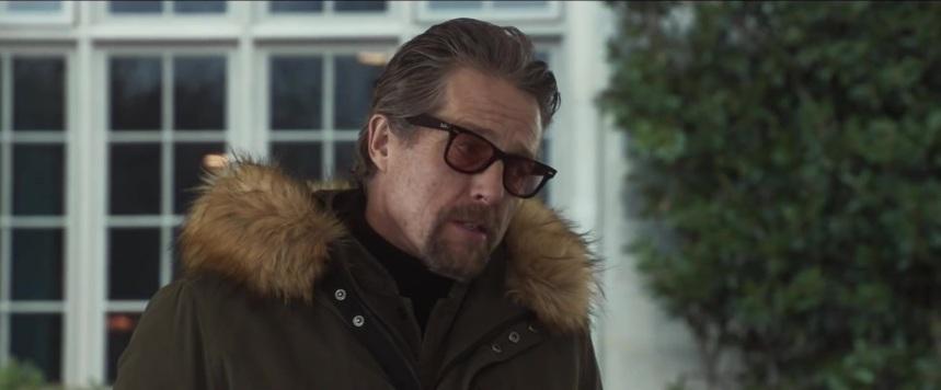 Ray-Ban-Wayfarer-Glasses-Worn-by-Hugh-Grant-in-The-Gentlemen-3